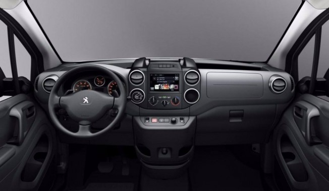 Peugeot Partner Tepee Adventure Edition interior
