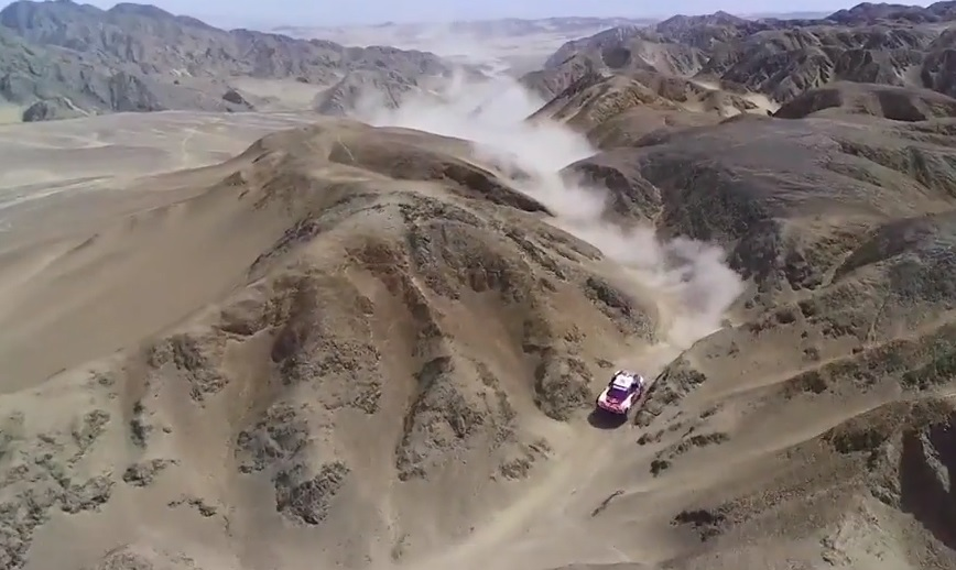 Peugeot 3008 DKR Maxi en las dunas